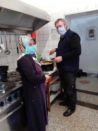 Essen für Obdachlosen im Petershof 04.05.2020